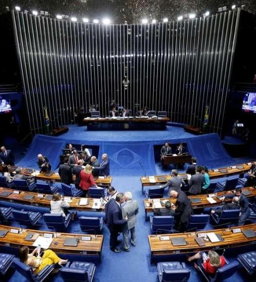 Partidos se unem para liberar R$ 2 bi de fundo eleitoral.