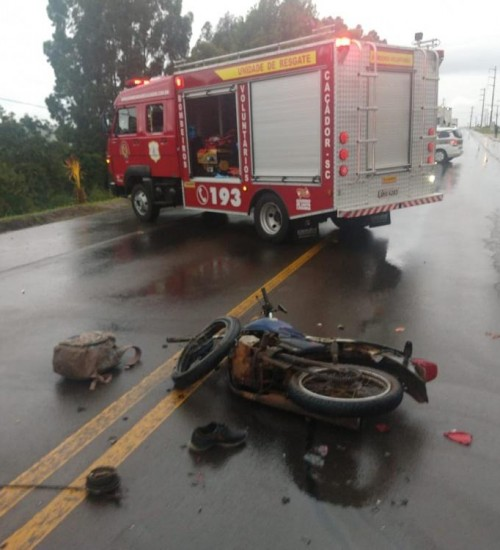 Dois homens morrem em acidente envolvendo moto de São Miguel do Oeste.