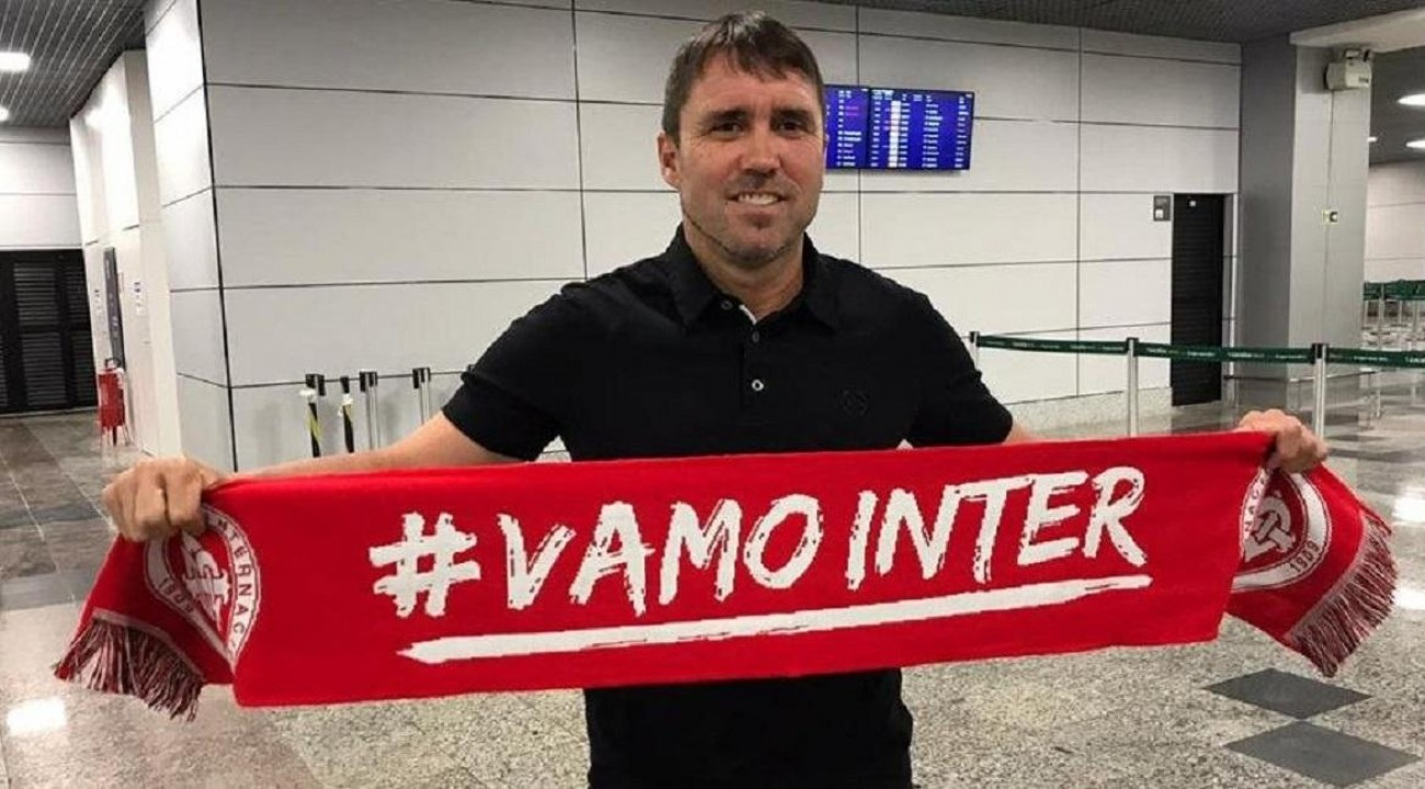 Eduardo Coudet é apresentado como novo técnico do Inter.