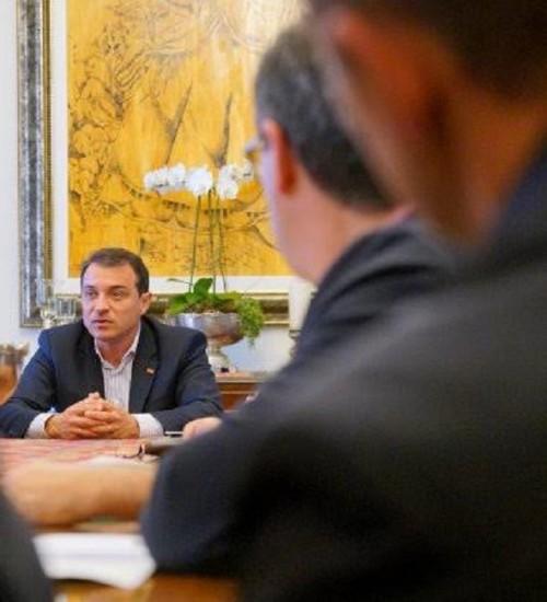 Governador Carlos Moisés admite a privatização da Celesc.