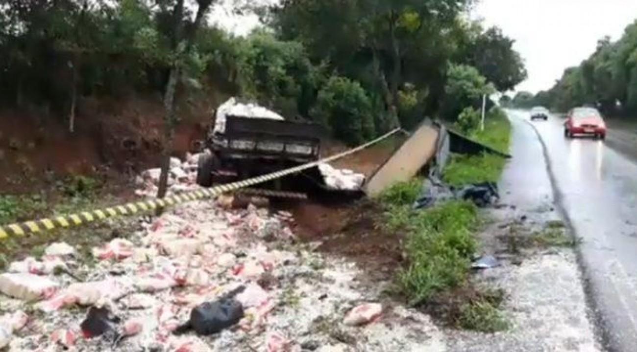 Acidente envolvendo caminhão de Chapecó mata uma pessoa em Nonoai