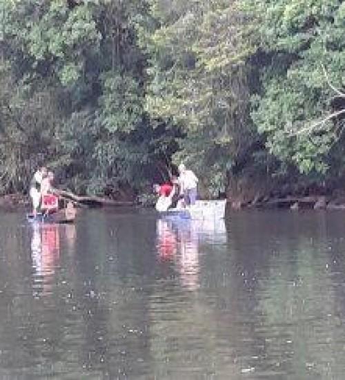 Cinco pessoas da mesma família morrem afogadas em rio.