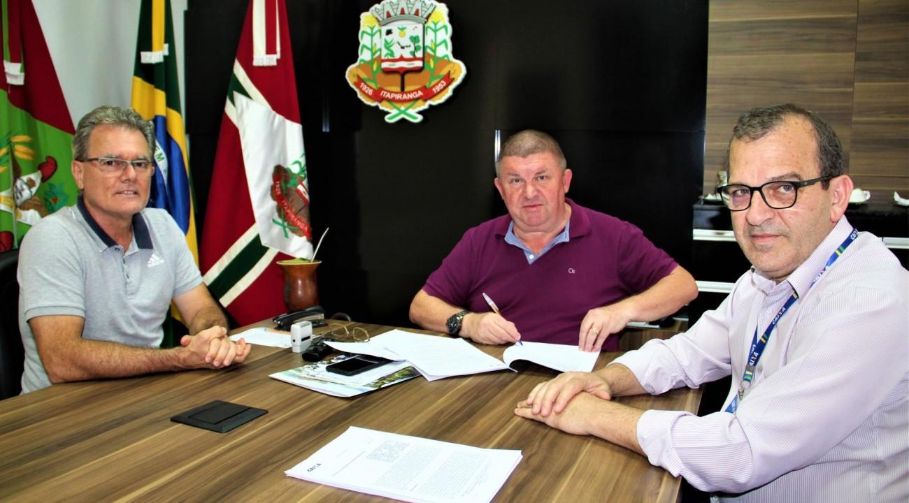 Comunidades do interior de Itapiranga serão beneficiadas com pavimentação asfáltica