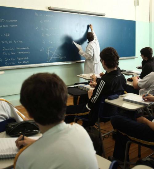 Governo federal concede aumento de 12,84% no piso dos professores da Educação Básica