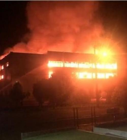 Incêndio atinge clube em São Domingos