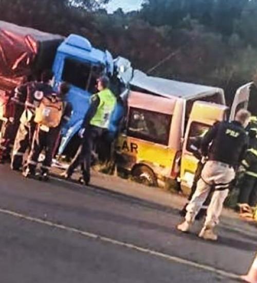 Dois estudantes e um motorista morrem em grave acidente em Água Doce.