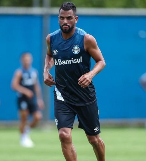 Grêmio pode manter equipe do Gre-Nal contra o Caxias.