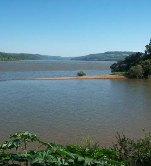 Homem fica preso na rede de pesca e morre afogado no Rio Uruguai