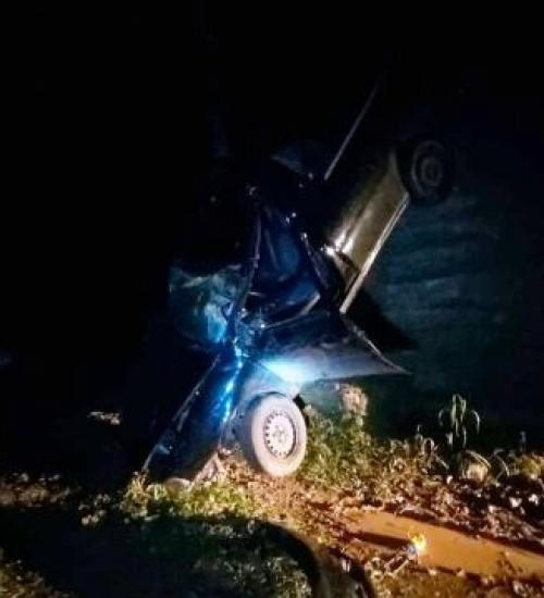 Veículo sai da pista e cai de ponte no interior de Guaraciaba