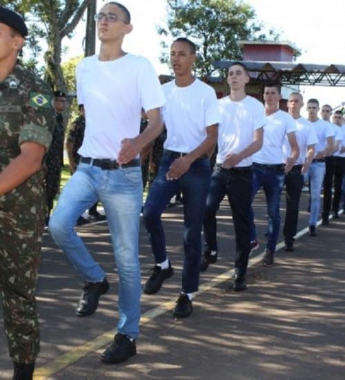 Mais de 240 jovens são incorporados para o serviço militar no 14° RCMec.
