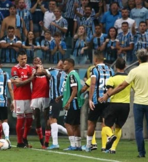 Primeiro Gre-Nal na Libertadores tem briga generalizada e termina sem gols.