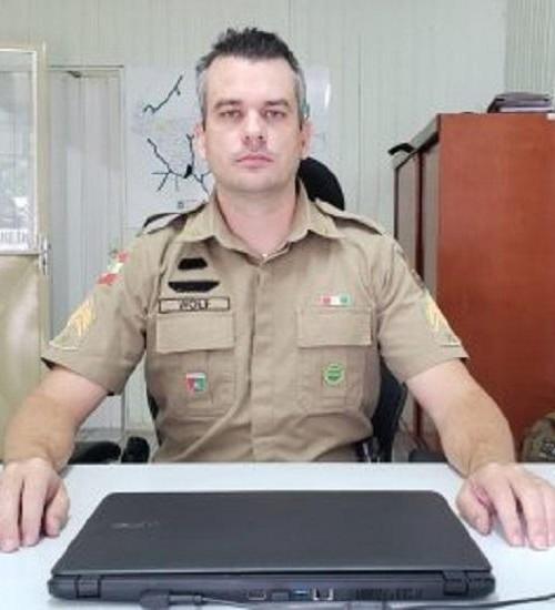 Sargento da PM de Iporã do Oeste orienta sobre procedimentos nos casos de perturbação.