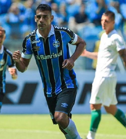 Diego Souza e mais dois funcionários do Grêmio testam positivo para coronavírus.