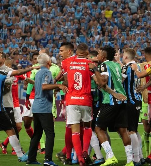 Dupla Gre-Nal recebe punições por briga no clássico da Libertadores; veja penas.