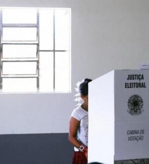 Eleição municipal pode ser dividida em dois dias, diz ministro.
