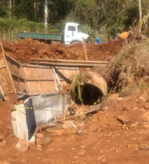 Funcionário de prefeitura morre soterrado em Saudades.