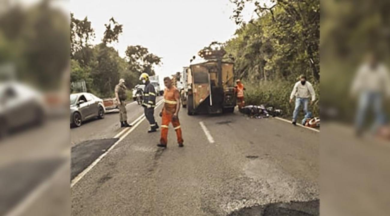 Quatro feridos em dois acidentes simultâneos na SC 163 em Itapiranga.