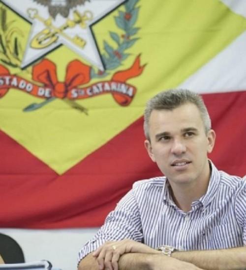 Secretário da Casa Civil de Santa Catarina pede exoneração.