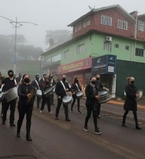 Apresentações da Fanfarra e Banda Municipal marcam passagem dos 31 anos de Iporã do Oeste.