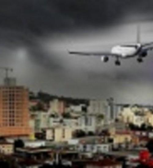Empresa de transporte aéreo é condenada a pagar indenização para moradores da região por atraso em voo.