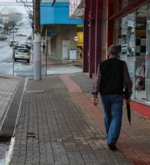 Frente fria avança em Santa Catarina causando chuva e frio no Estado.