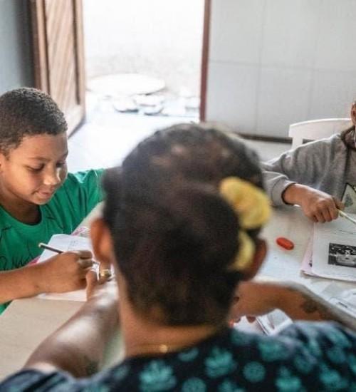 Alunos e pais de Santa Catarina esperam plano de volta às aulas presenciais.