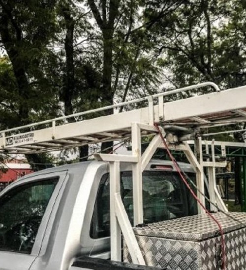Após descarga elétrica, jovem é conduzido em estado grave ao Hospital Regional de SMOeste.