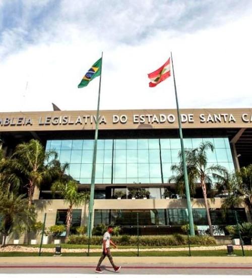 Aras questiona salário de R$ 25 mil dos deputados de SC no STF