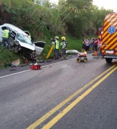 Bebê morre após acidente na BR-282; outras três pessoas ficaram feridas