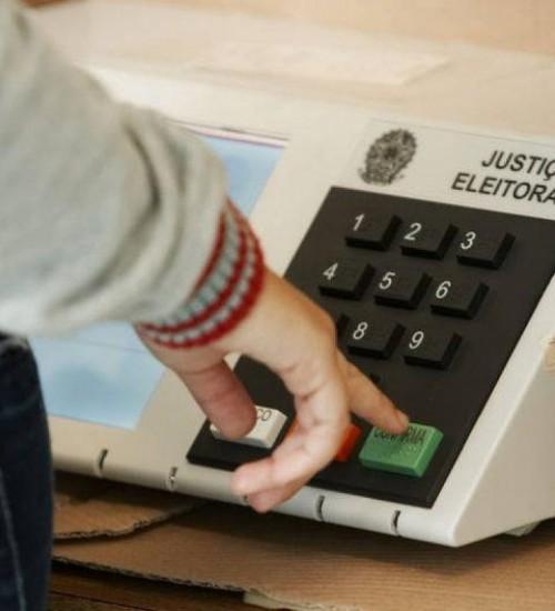 Governo de SC cria regras para convenções partidárias presenciais.