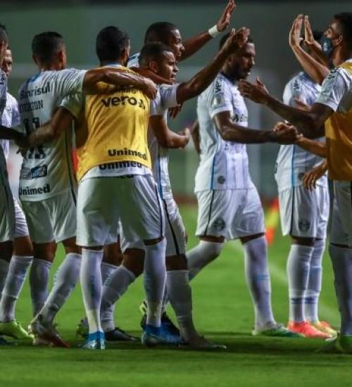Grêmio vence o Bahia em Salvador e se recupera no Brasileirão.