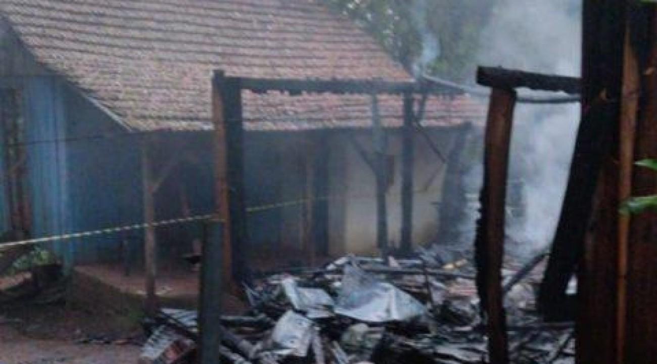 Idoso é encontrado carbonizado após incêndio em casa em São Carlos