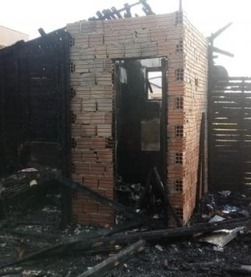 Incêndio destrói residência no Centro, em Guaraciaba