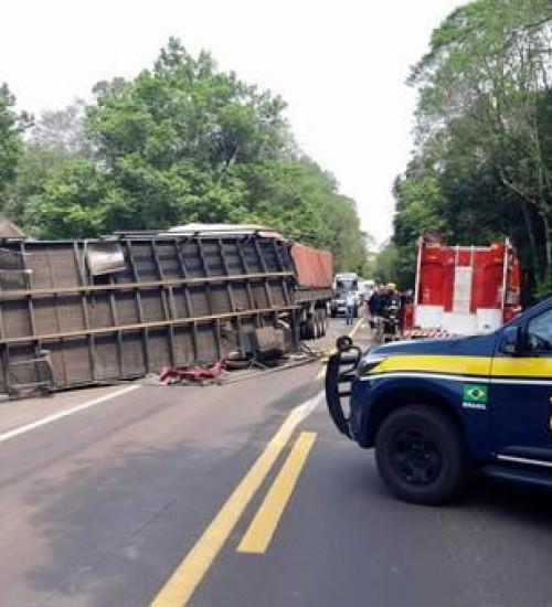 Motorista de caminhão de Tunápolis morre em grave acidente na BR-386 no RS