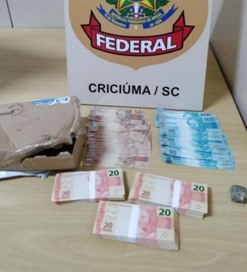 Casal é preso ao receber R$ 10 mil em notas falsas pelos Correios em SC