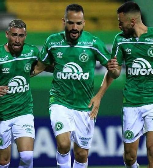 Chape vence mais uma e permanece na liderança da Serie B