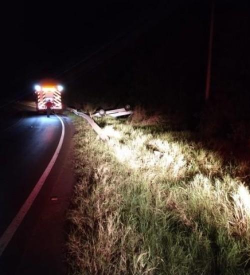 Condutor morre em tombamento de automóvel no Oeste de SC