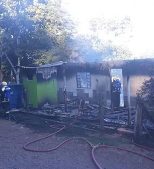Incêndio destrói residência no interior de São José do Cedro