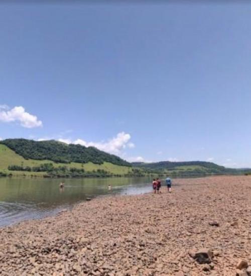 Jovem de 21 anos está desaparecido após entrar no rio Uruguai, em Ilha Redonda em Palmitos.