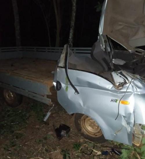 Motorista gravemente ferido em saída de pista de veículo em Mondaí