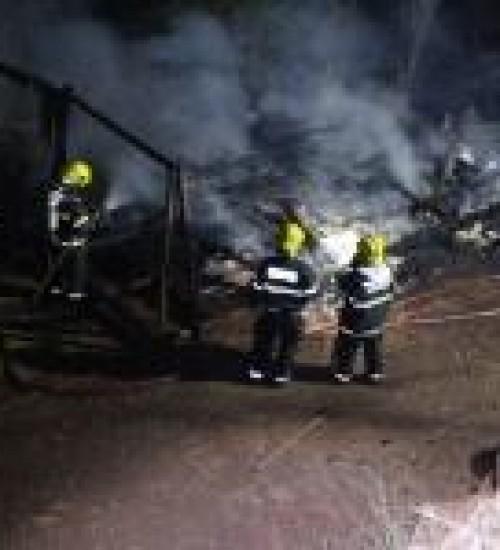 Residência completamente destruída por incêndio em Belmonte