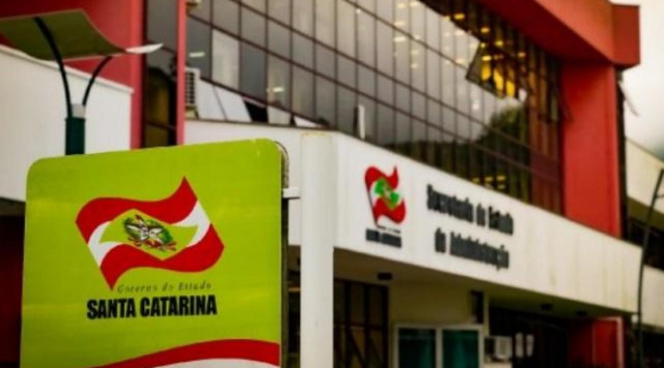 Governo do Estado notifica agentes públicos e pensionistas que receberam auxílio emergencial.