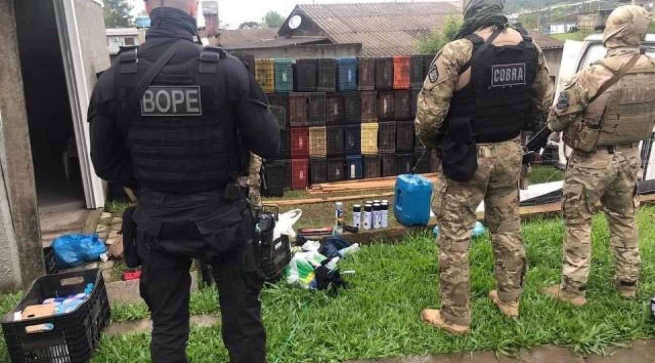 Bope encontra casa supostamente usada pelos assaltantes de Criciúma e prende homem.