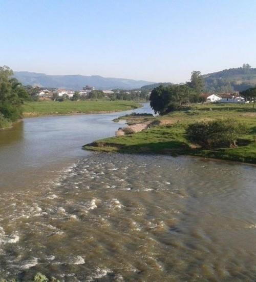 Chuva melhora condição de rios em SC e indica recuperação após meses de estiagem severa.