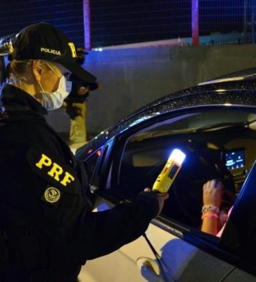 Mais de 300 motoristas são flagrados embriagados em fiscalizações em SC.