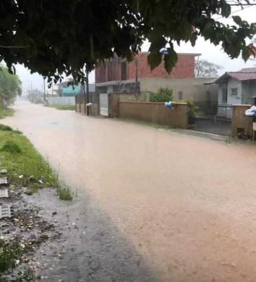 Terça-feira segue com temporais e chuvas em Santa Catarina.