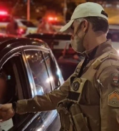 Blitz da Lei Seca flagra 180 motoristas embriagados nas rodovias catarinenses.