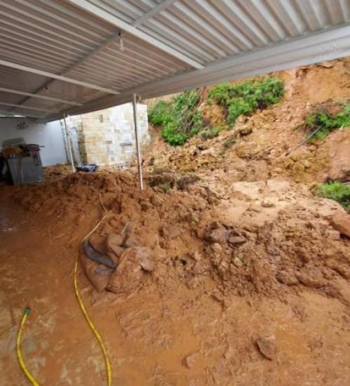 Chuva em Santa Catarina deixa mais de 40 desabrigados, segundo Defesa Civil.