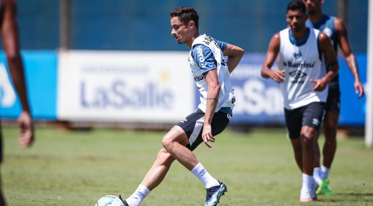 Grêmio treina transições da defesa para o ataque e finalizações antes de enfrentar o Athletico-PR.