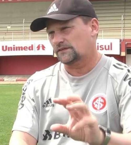 """Inter terá treinador do sub-20 no Gauchão enquanto """"organiza nova comissão técnica""""."""